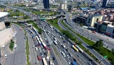 Mahmutbey gişelerindeki bayram trafiği havadan görüntülendi