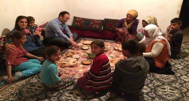 Akgül, dar gelirli ailelerin sofrasına iftar konuğu oldu
