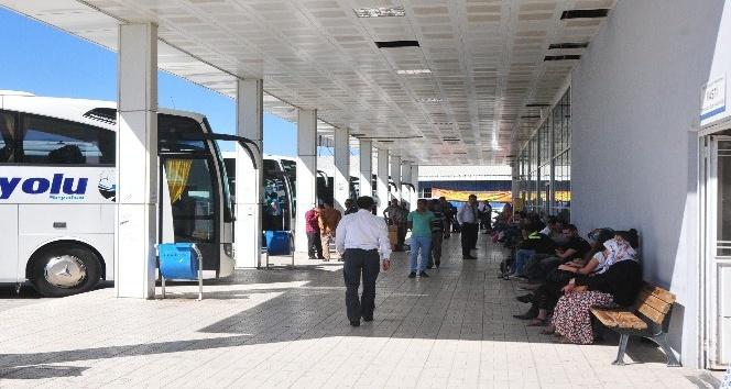 Havalimanı ve otogarda bayram sessizliği