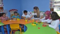 Çocuklar Pıtırcık Oyun Evinde hem öğreniyor hem eğleniyor