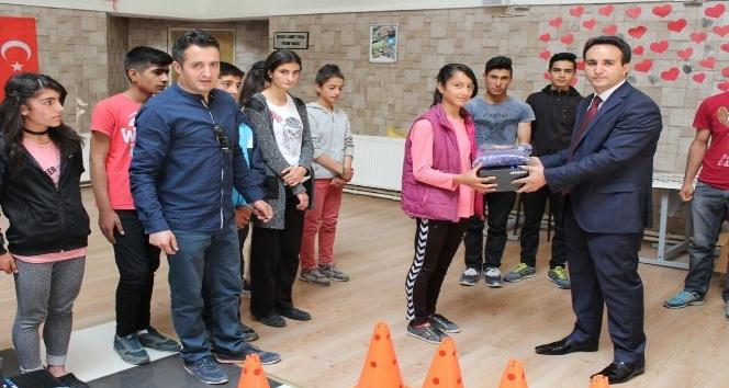 Çaldıran Belediyesinden spor okulları hazırlık öğrencilerine destek