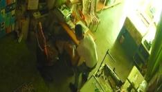 Çekmeceden para çalan Suriyeli kameraya yakalandı