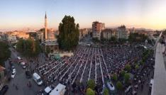 Karaman Belediyesi 10 bin kişiye iftar verdi