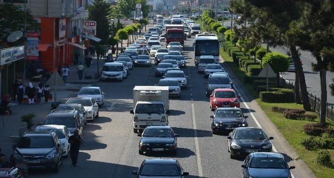 Karadeniz Sahil Yolunda trafik yoğunluğu