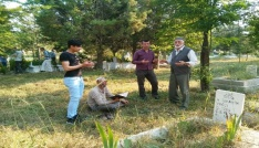 Hisarcıkta arife günü mezarlık ziyareti geleneği
