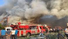 Mobil fabrikası yandı, vatandaşlar film gibi izledi