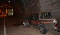 Tünelde 3 araç birbirine girdi: 10 yaralı