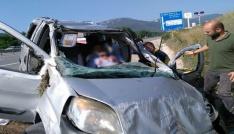 Bankete düşen otomobildeki 3 kişi yaralandı