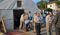 Depremzedeler bayramı çadır camide karşıladı