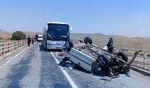 Kaza yapan otomobile yolcu otobüsü çarptı: 2 ölü, 4 yaralı