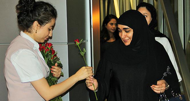 Bodruma gelen Araplar kırmızı güllerle karşılandı