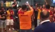 Havaalanında Galatasaraylı ve Beşiktaşlı taraftarlar karşı karşıya geldi