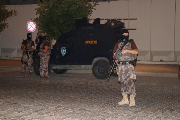 Hasım iki grup petrol istasyonunda karşılaşınca silahlar konuştu