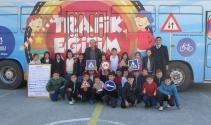 Öğrenciler trafik eğitimini 'Eğitim Otobüsünde' alıyor