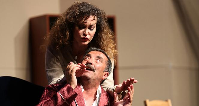 Ünlü oyuncu İpek Tenolcaya sahnede sürpriz