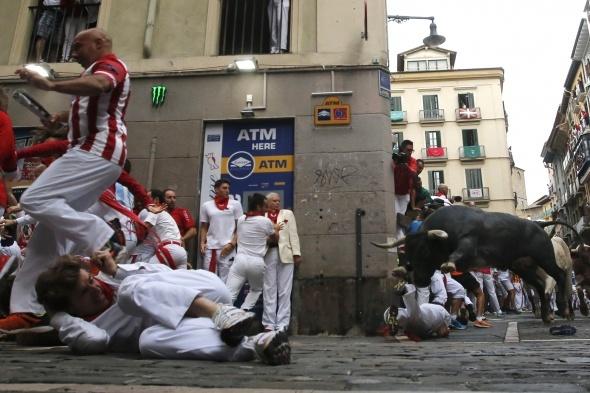 İspanya'da boğa koşusunun son günü: 10 yaralı