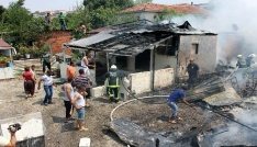 Yalovada 5 ev yandı