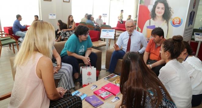 İAÜ, 81 ilde 260 Tercih Merkezi'nde öğrencilere rehberlik ediyor