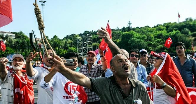 Binlerce vatandaş 15 Temmuz Şehitler Köprüsünde