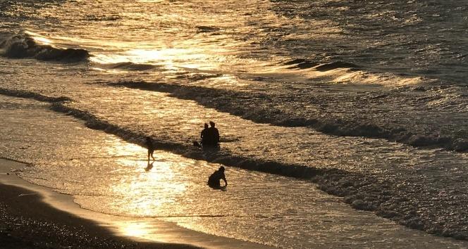 Batı Karadenizde dev dalgalar sahilleri dövüyor