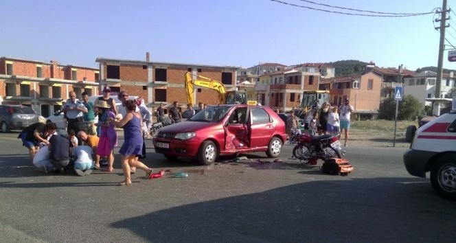 İzmirde otomobil ile motosiklet çarpıştı: 1 ölü, 2 yaralı