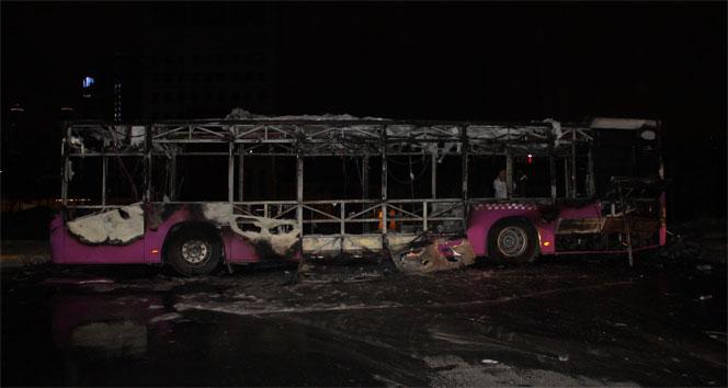 Kağıthanede halk otobüsü alev alev yandı