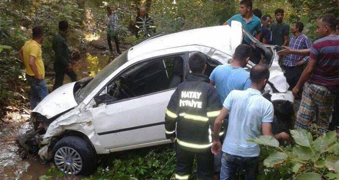 Hatayda otomobil dereye uçtu: 1 ölü, 4 yaralı
