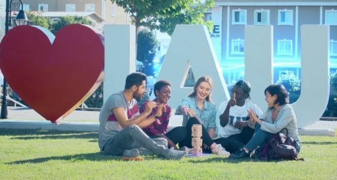 Üniversitenin reklam filmi öğrencilerden!