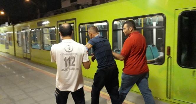 Metroda bayıldı, herkesi ayağa kaldırdı