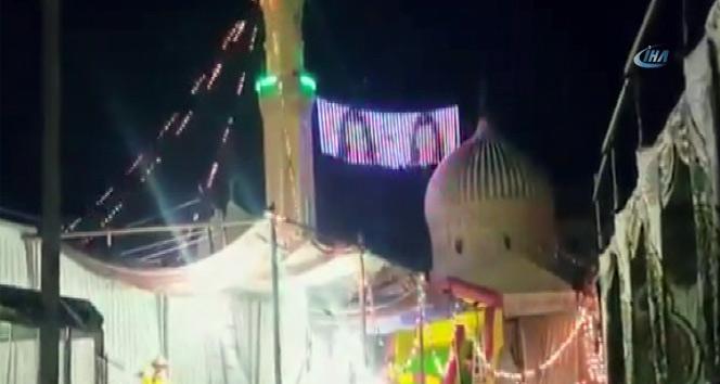Mısırda cami mahyasında dansöz videosu oynatıldı