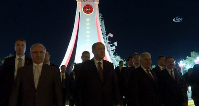 Cumhurbaşkanı Erdoğan, Şehitler Abidesini ziyaret etti