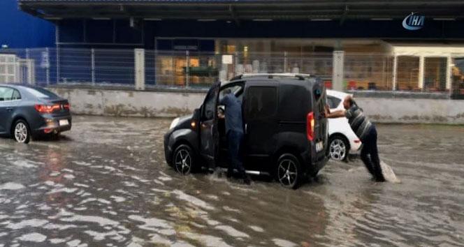 İstanbulda yollar göle döndü
