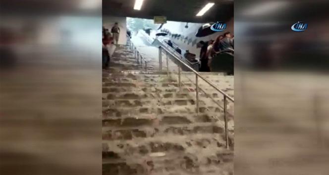 Metrolar sular altında