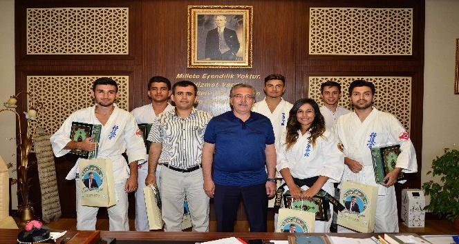 Milli sporculardan Başkan Çetin'e teşekkür ziyareti