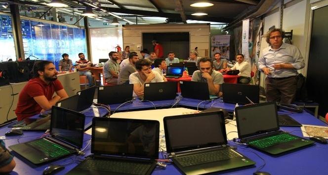 Sanal Gerçeklik Yarışması'nda uygulamalı eğitimler başladı