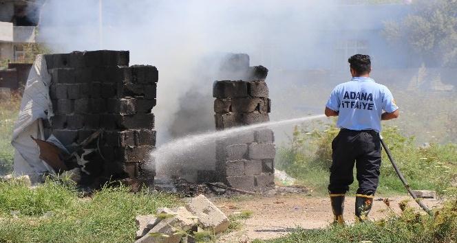 Suriyeliler çadırlarını yakıp taşındı