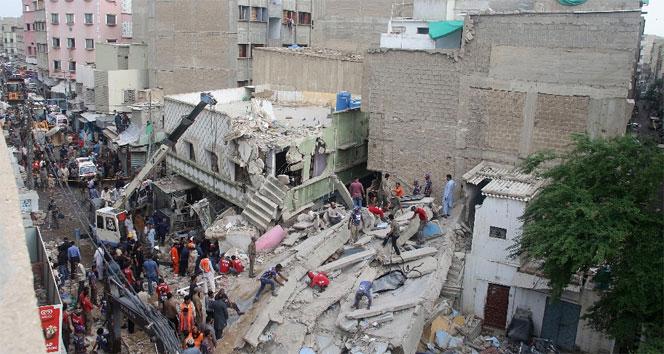Pakistanda bina çöktü: 4 ölü