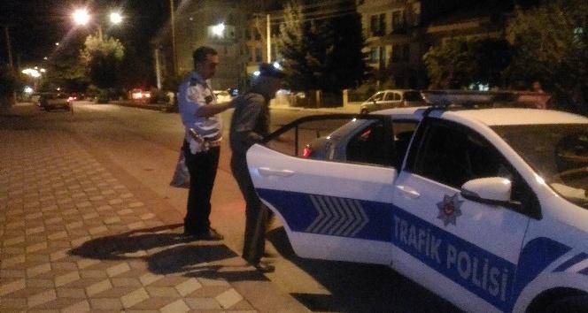 Evini bulamayan yaşlı adama jandarma ve polis yardımcı oldu