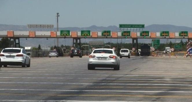 Otoyolda hız sınırına uymayan sürücüler gişe önlerinde bekliyor