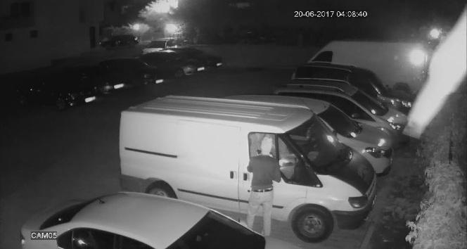Cezaevi firarisi oto hırsızı iş başında yakalandı