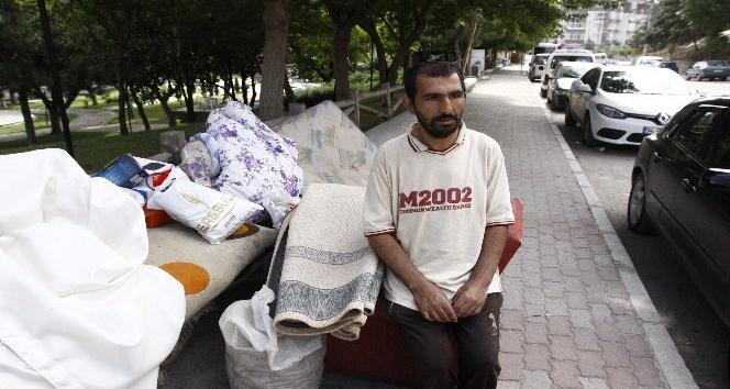 Kirasını ödeyemeyen vatandaş gece yarısı evden çıkarıldı