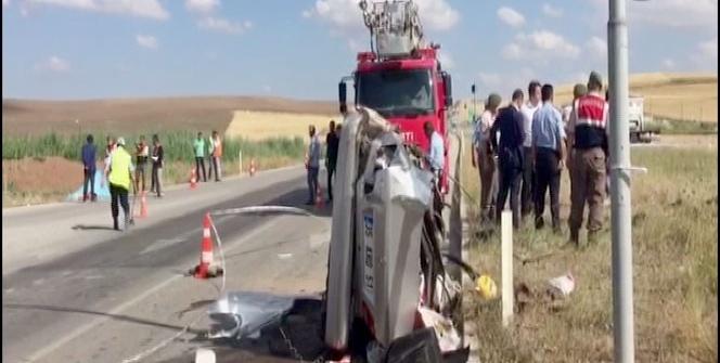 Yolcu otobüsü ile otomobil çarpıştı: 3 ölü