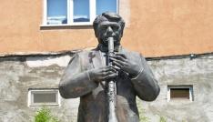 Klarnet üstadı Hasan Gizlencinin heykeli yapıldı