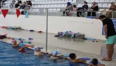 Haydi Çocuklar Havuza projesinde yüzme dersleri başladı