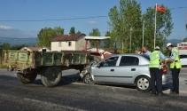 Tokatta otomobil ile traktör çarpıştı: 5 yaralı