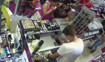 Saat hırsızı kadın kameraya yakalandı