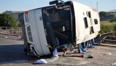 İşçi servisi otomobille çarpıştı: 2si ağır 19 yaralı
