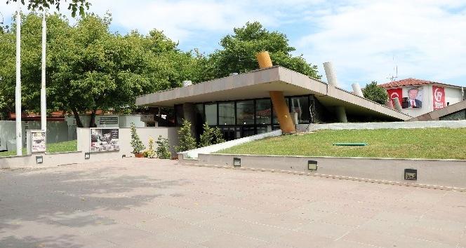 (Özel haber) - Türkiyenin ilk deprem müzesi 13 yıldır deprem anını yaşatıyor
