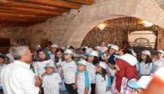 Yaz okulu öğrencileri tarih ve doğa gezisinde