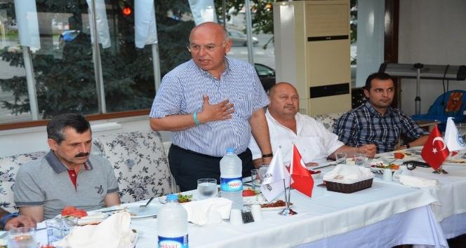 Başkan Eşkinat yelken kulüplerini yemekte ağırladı